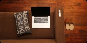 Ordenador para pedir online desde el sofá de casa